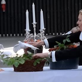 Anne Marie Nande Kraft prædiker om Helligånden, der som en due flyver over alle grænser.